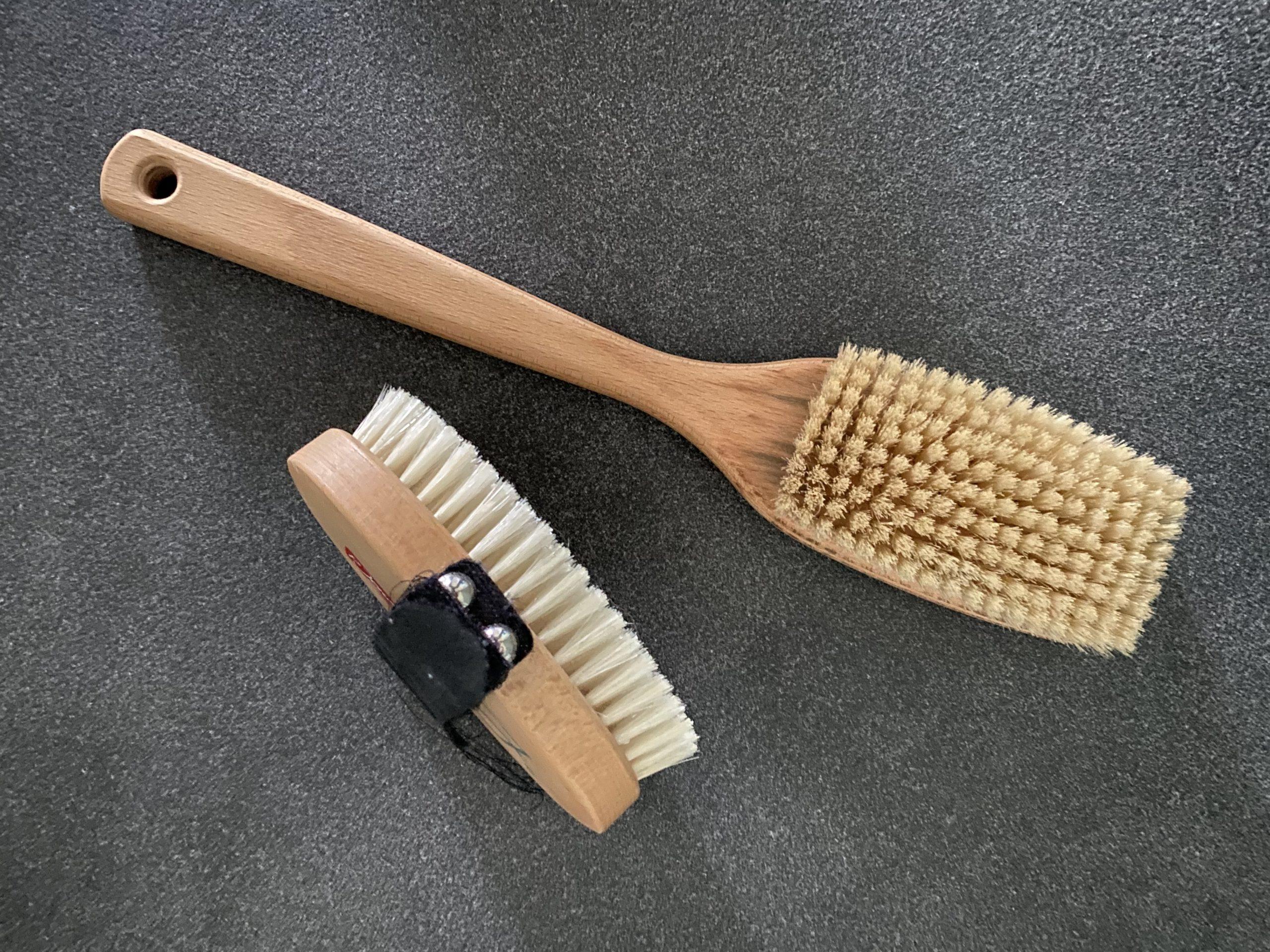 Hand- und Stielbürste für die Yangsheng Selbstmassage durch Trockenbürsten